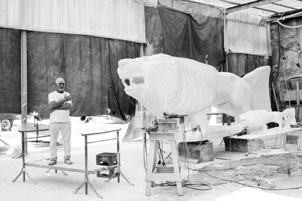 Romhein Boutros is a sculptor of syrian origin living in Carrara since 1982. He teaches how to work the marble in international programs (especially with German speaking countries and the East). He's currently working on a single piece of marble weighting 60 tons that will become the sculpture of a lion for a private park in New York City. Photo by Giulia Bianchi